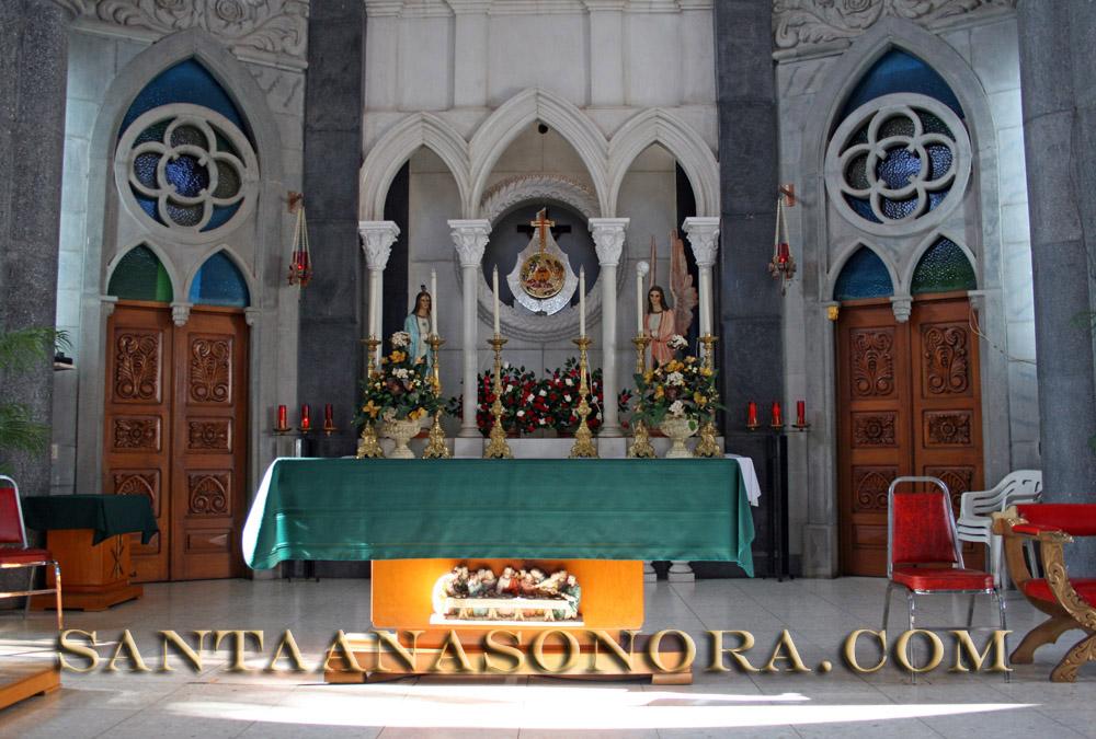 Altar de la Parroquía Nuestra Señora de Guadalupe en Santa Ana Sonora